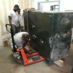 Rissen Badewanne transporte Solarzelle Schaltschrank Kamintransport